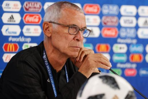 Héctor Cúper en su comparecencia de prensa.