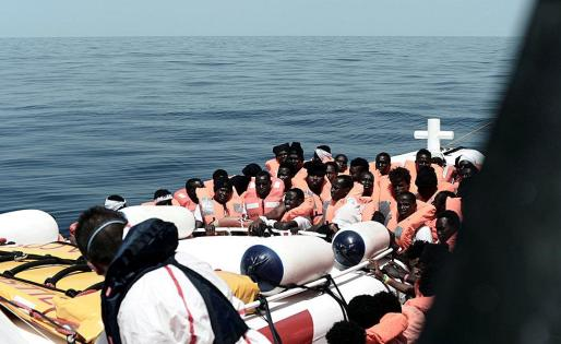 Algunos de los emigrantes que se encuentran el Aquarius.