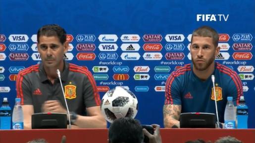 Imagen de la rueda de prensa del seleccionador nacional y el capitán.