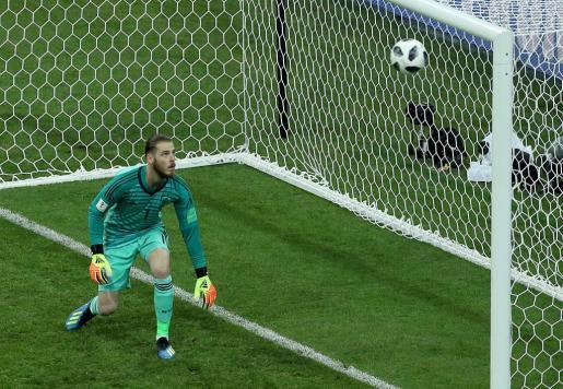 El portero de la selección española, ante el tercer gol de Cristiano Ronaldo.