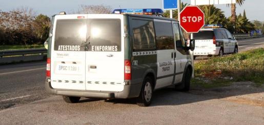 El suceso se produjo por causas que la Guardia Civil de Tráfico está investigando.