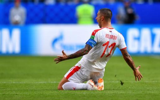 El lateral de la Roma ha sido el salvador de su selección con un gol de falta directa.