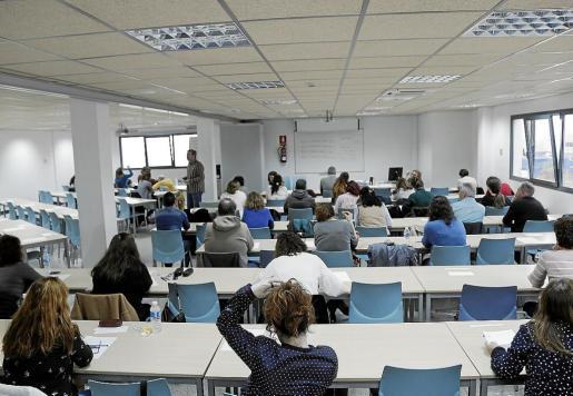 El pasado día 13 de abril se celebraron las pruebas de catalán para el personal del IB-Salut. Los exámenes se llevaron a cabo en la sede de la Escola Balear d'Administració Pública en las distintas Islas. En la imagen, la sede de Palma.