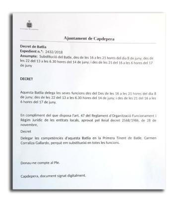 Rafael Fernández, alcalde del municipio, dictó este decreto de alcaldía por horas para autorizar a la regidora de Festes a patrullar con la Policía Local de Capdepera.