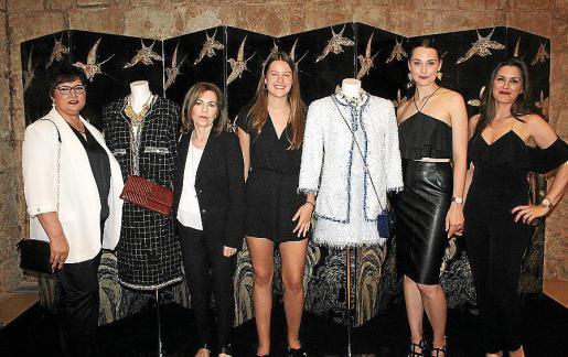 Carolina Sureda, Clara Cruellas, Covadonga García-Comas y María Sancho, de Chanel; y Debora Sánchez, de Perfumerías Tin Tin.