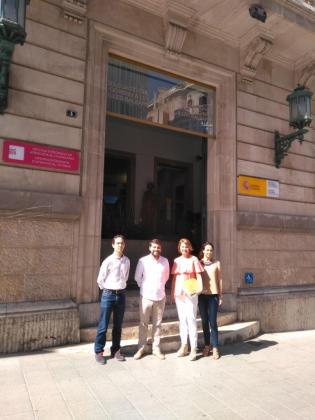 Margalida Durán, junto con otros miembros del PP, ha entregado la denuncia ante el Defensor del Pueblo.