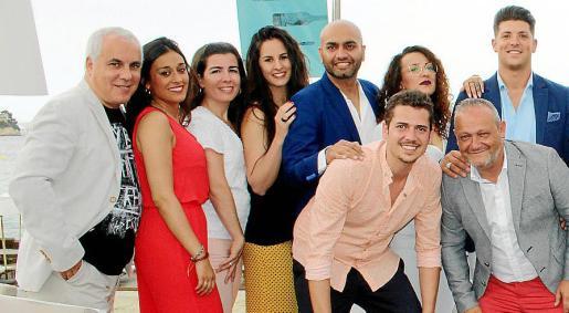 Martín Llabrés, Helvia Prieto, Marian Vallés, Natalia Benito, Saurabh Tiwari, Andrea Ángel y Borja Pérez. Delante: Matías Martorell y Javier Rodríguez.
