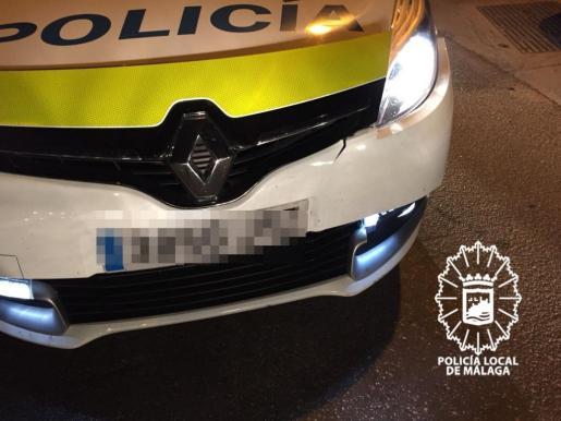 Imagen del vehículo de la Policía Local de Málaga tras la colisión.