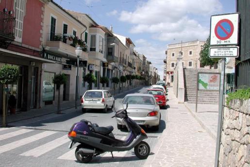 Incluye la dirección y el teléfono de comercios y alojamientos y de todos los puntos de interés turístico y patrimonial de Lloseta.