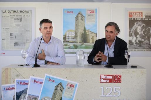El historiador Miquel Pieras junto al editor-director de 'Ultima Hora', Miquel Serra, durante la conferencia de presentación del especial.