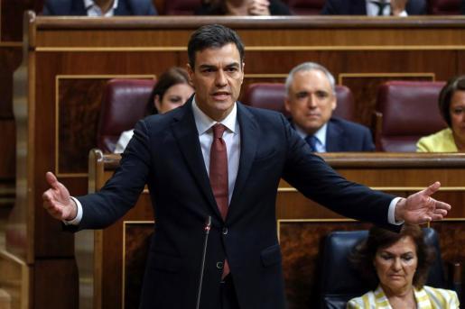 El presidente del gobierno Pedro Sánchez, durante su intervención en la sesión de control en el Congreso de los Diputados, esta mañana en Madrid.