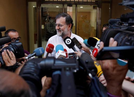 El expresidente del Gobierno Mariano Rajoy, que el pasado día 15 renunció a su escaño en el Congreso, a su llegada para incorporase en Santa Pola (Alicante), a su plaza como registrador de la propiedad.