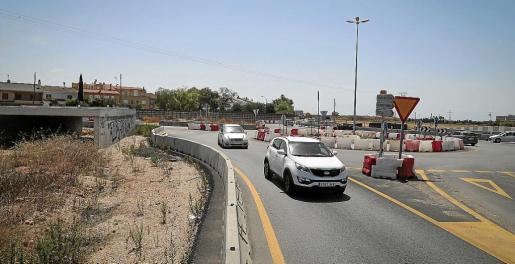 Obras de construcción de la vía conectora, que es una de las pocas obras que continuarán adelante.