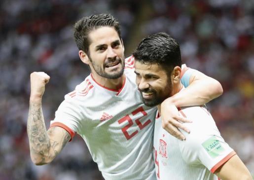 Isco y Diego Costa celebran el tanto del hispano-brasileño.