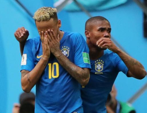 Neymar no ha podido ocultar la emoción al anotar el segundo tanto de Brasil.
