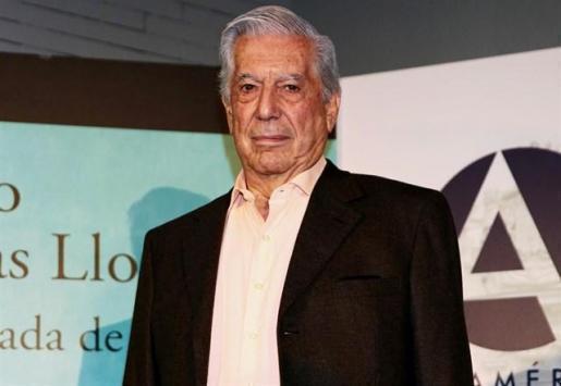 Mario Vargas Llosa recibe el alta tras su golpe en la cadera.