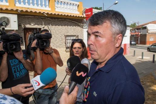 Agustín Martínez, abogado de cuatro de los integrantes de 'La Manada', ha acudido a la vivienda del barrio sevillano de Amate donde reside José Ángel Prenda.