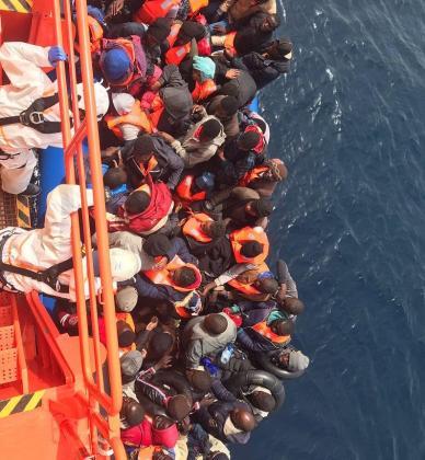 Un total de 769 migrantes han sido rescatados en lo que va de sábado por efectivos de Salvamento Marítimo cuando intentaban alcanzar las costas españolas en más de veinte pateras, tanto en el Estrecho de Gibraltar y el mar de Alborán como en Canarias.