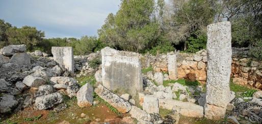 El poblado talayótico tiene una muralla de 900 metros que rodea todo el recinto, lo que facilitado una gran conservación.