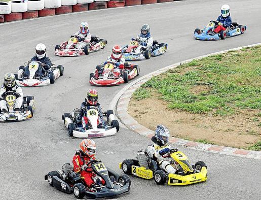 Imagen de las pruebas disputadas el sábado en el RennArena dejan patente la entrega de los pilotos en la manga que cerraba la temporada.