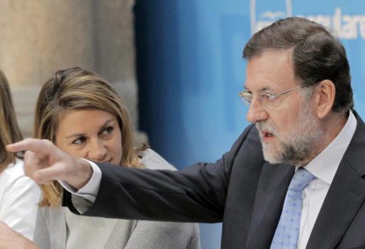 El líder del PP y candidato a la presidencia del Gobierno, Mariano Rajoy, junto a la secretaria general del partido, Dolores de Cospedal, durante el Comité Ejecutivo Nacional del partido.