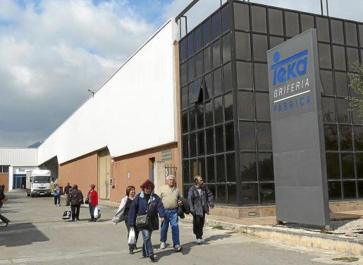En 2009 la fábrica ya vivió una profunda crisis que acabó con el despido de 95 empleados y el compromiso de garantizar otros 86 puestos de trabajo. Casa Buades optó entonces por potenciar la fábrica de Binissalem como sede de la división sanitaria internacional de Teka baño.