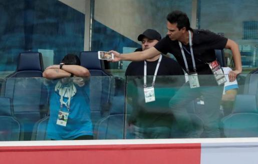 Maradona durante el choque de Argentina.