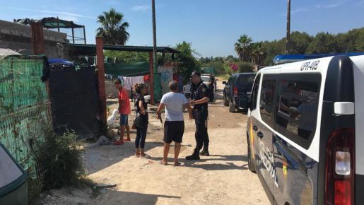 La Policía Nacional ha llevado a cabo una operación antidroga en 'El Hoyo'.