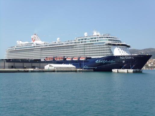 Imagen del crucero 'Mein Schiff 6' en el puerto de Palma.