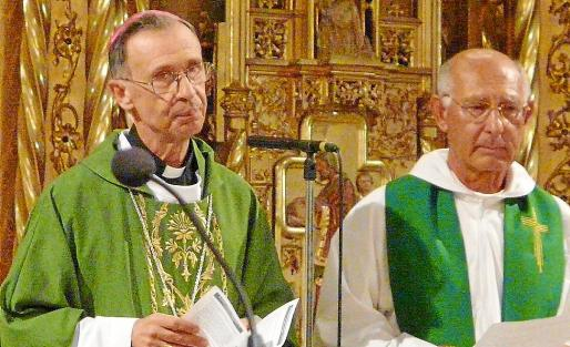El arzobispo Luis Ladaria ofició la Eucaristía en Els Dolors de Manacor con Andreu Genovart.
