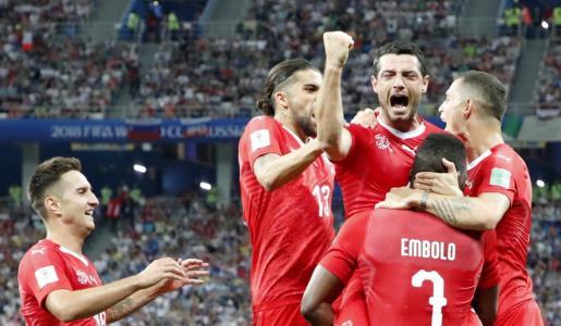 Los jugadores de Suiza celebran su victoria ante Costa Rica.