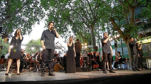 El conjunto vocal Cap Pela, hace una semana, durante un concierto en el Passeig del Born de Palma con la Simfònica.