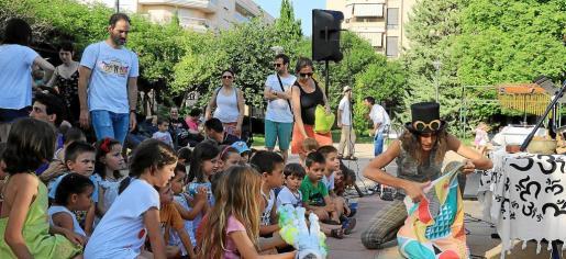 Los niños fueron los que más disfrutaron de las actuaciones programadas en el marco de Passejart, celebrado en el Parc de ses Fonts .