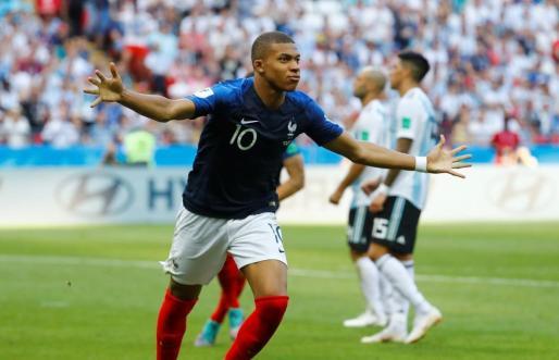 Mbappé celebra uno de los goles conseguido ante Argentina.