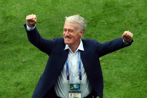 Didier Deschamps celebra la clasificación de Francia para cuartos de final. REUTERS/Pilar Olivares