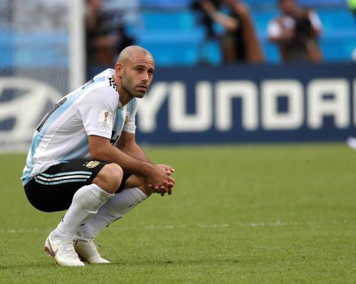 El defensa argentino Javier Mascherano reacciona tras el partido Francia-Argentina.