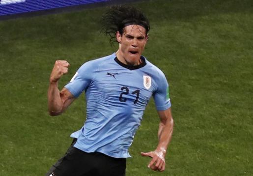 Cavani celebra su segundo gol, que le dio la victoria a Uruguay.