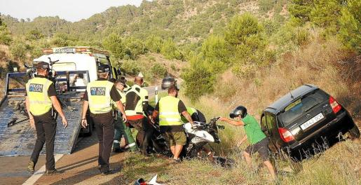 Las policías locales y la Guardia Civil tuvieron que cortar el tráfico en ambos sentidos entre Calvià y Andratx.