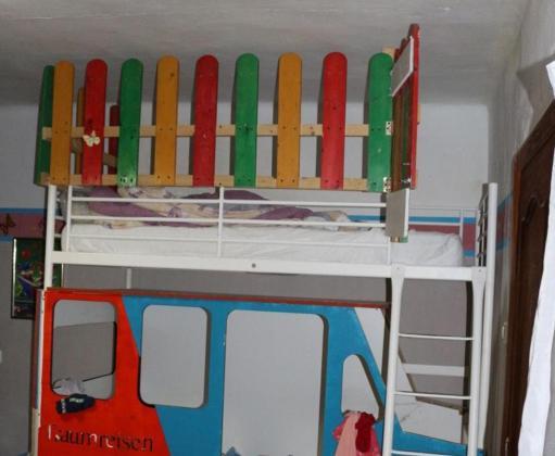 La litera-jaula donde la pareja encerraba a la menor como castigo en Calvià.