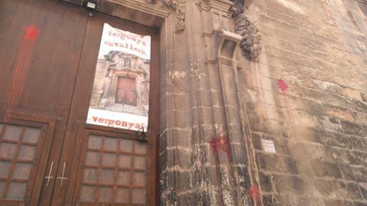 Manchas de pintura en Santa Creu.