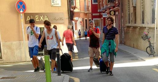 El número de turistas se ha disparado en el centro de la capital balear.