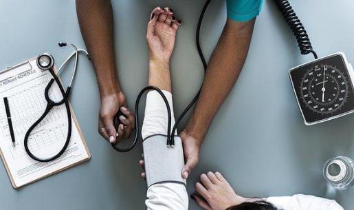 Las autoridades han recomendado a los pacientes no interrumpir su tratamiento y acudir al centro de salud para que le sustituyan su medicamento por otro no afectado.