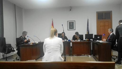 La 'madame' durante el juicio por falsedad.