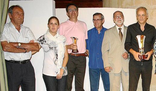 Mateu Salord, Beatriz Oneto, Emilio Pastor, José Oneto, Onofre Vidal y Juan Manuel Bellón, en un momento de la entrega de premios.
