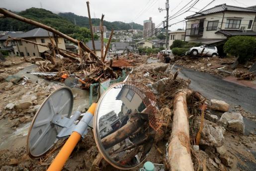 Las autoridades niponas llegaron a recomendar la evacuación de 5,9 millones de ciudadanos de 19 prefecturas durante el fin de semana, y en la víspera más de 30.000 personas pasaron la noche en refugios, según datos del Gobierno.