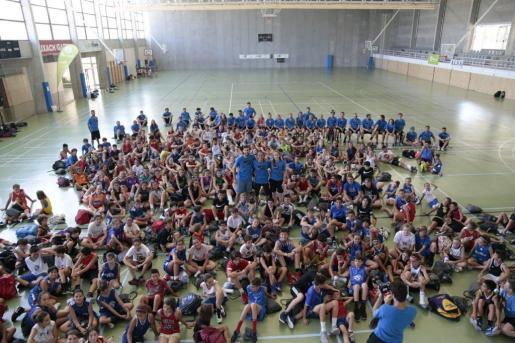 Los participantes en el campus posan con Rudy y Marta Fernández y Laia Palau. en Pollença.