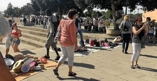 La venta ambulante prolifera principalmente en las zonas turísticas de Palma.