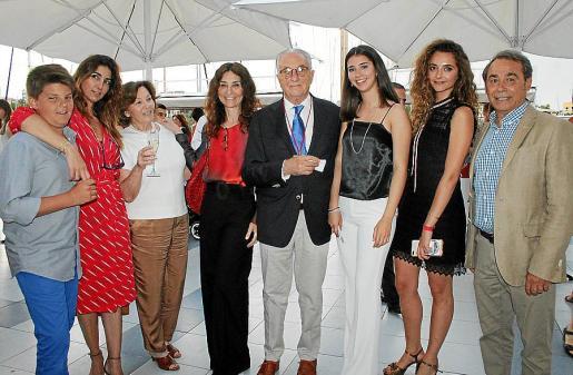 Arnau Mir, Carmina Albadalejo, Carmina Ramis, Marlene Albadalejo, José Albadalejo, Ainhoa Calparsoro, Carmina Albadalejo y Óscar Fernández.