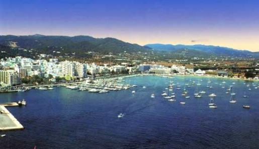 Vista general del puerto del municipio ibicenco Sant Antoni de Portmany.
