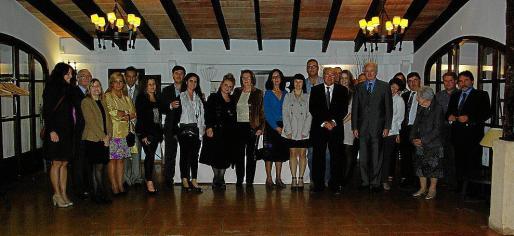 Foto de grupo de los participantes en la cena anual.
